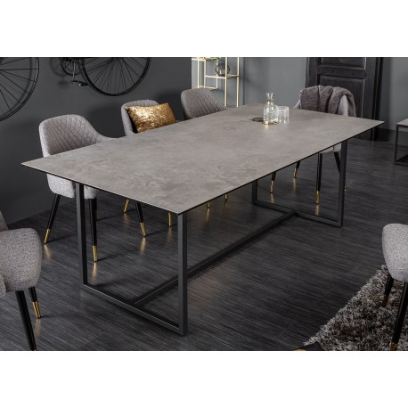Table de salle à manger céramique gris aspect béton et piétement métal